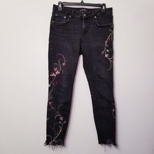 Zara Woman 31x27 Black Floral Embroidered Jeans